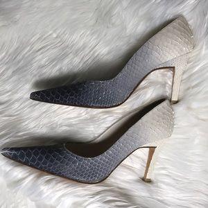 STUART WEITZMAN  Snakeskin Shoe